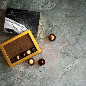 שוקולד לוגו ופרלינים